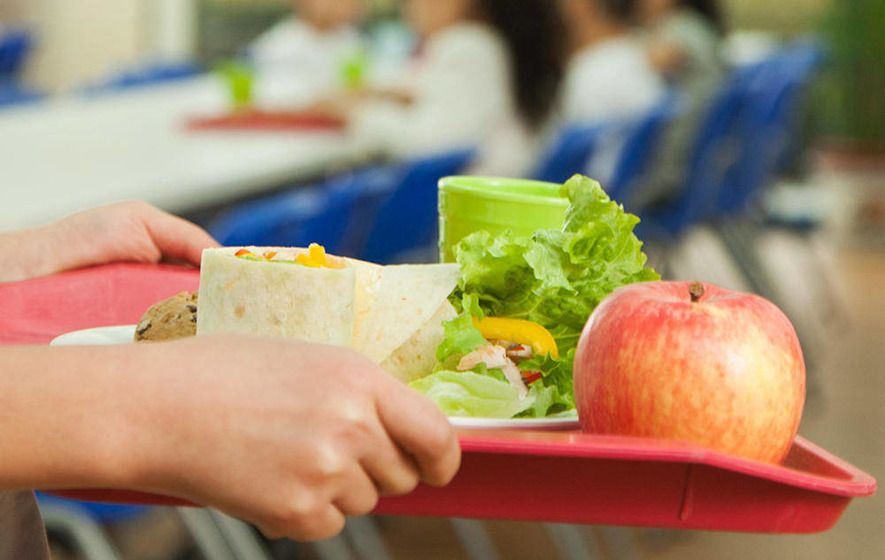 Doctors urge expansion of free school meal scheme