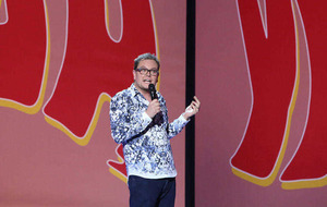Chatty Alan Carr still has plenty of specs appeal
