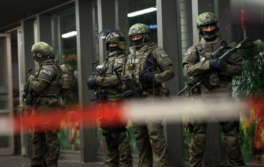 Munich stations cleared after Isis suicide attack threat