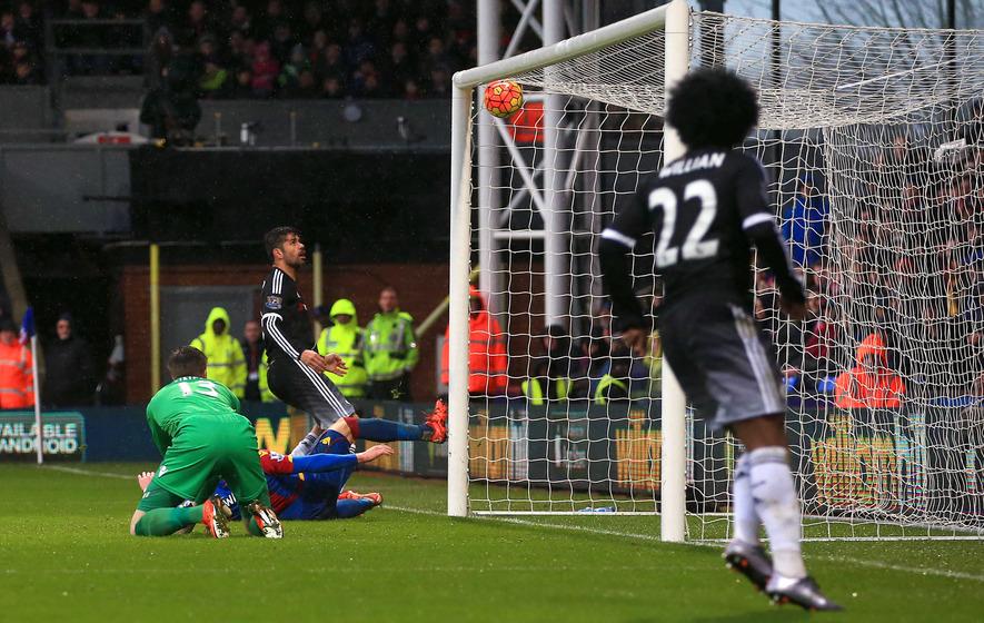 Chelsea get their first win under Guus Hiddink