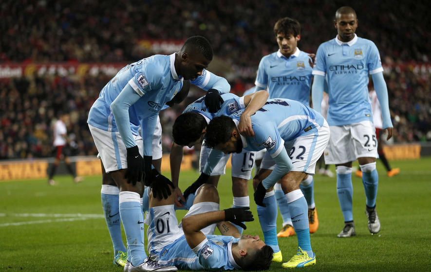 Sergio Aguero helps Man City stay in touch at top of table