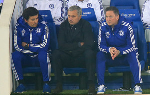 Manchester United hold discussions with Jose Mourinho