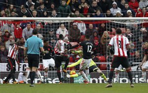 Sunderland boost survival hopes against Man United