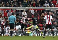 Sunderland boost survival hopes against Man United
