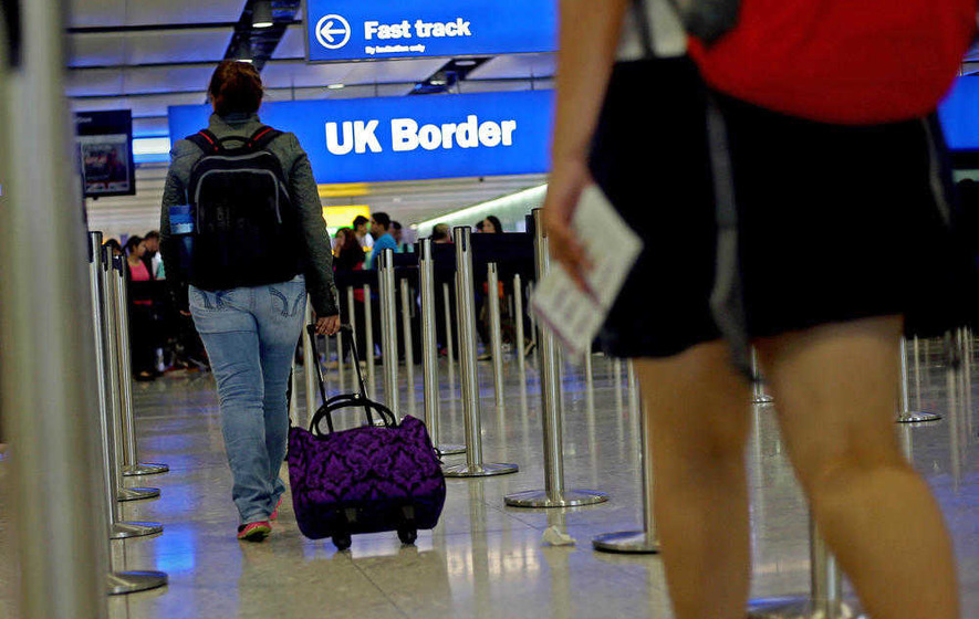 Net migration to UK falls but stays close to record levels