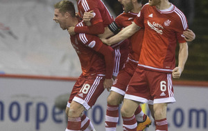 Aberdeen close gap on Celtic with win over Partick Thistle