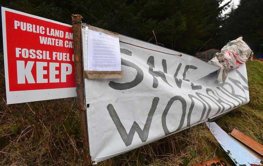 Judge says protesters face ban from oil drill site if workmen blocked