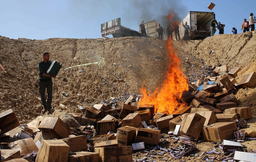Hamas burn 15 tonnes of Snickers bars in Gaza