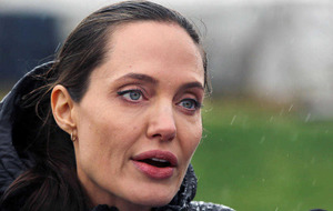 Angelina Jolie calls for action in visit to Syrian refugee camp