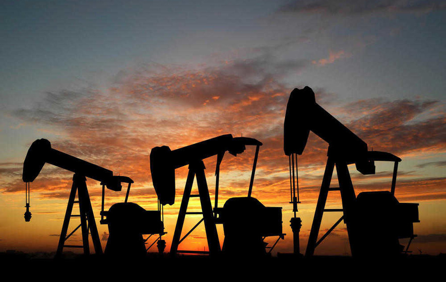 FTSE languishes in red as fluctuating oil prices hit commodity stocks