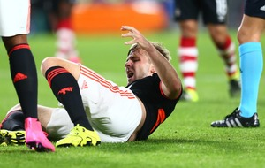 Shaw unlikely to play for United again this season - Van Gaal