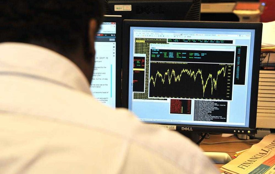 FTSE makes modest gains after oil price drop