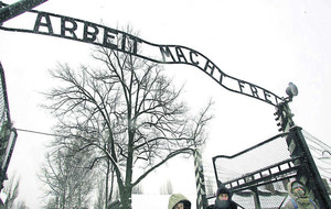 Auschwitz camp guard (93) dies before trial can begin