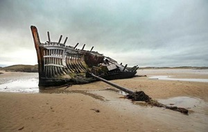 Calls to replace iconic Donegal boat wreck with monument