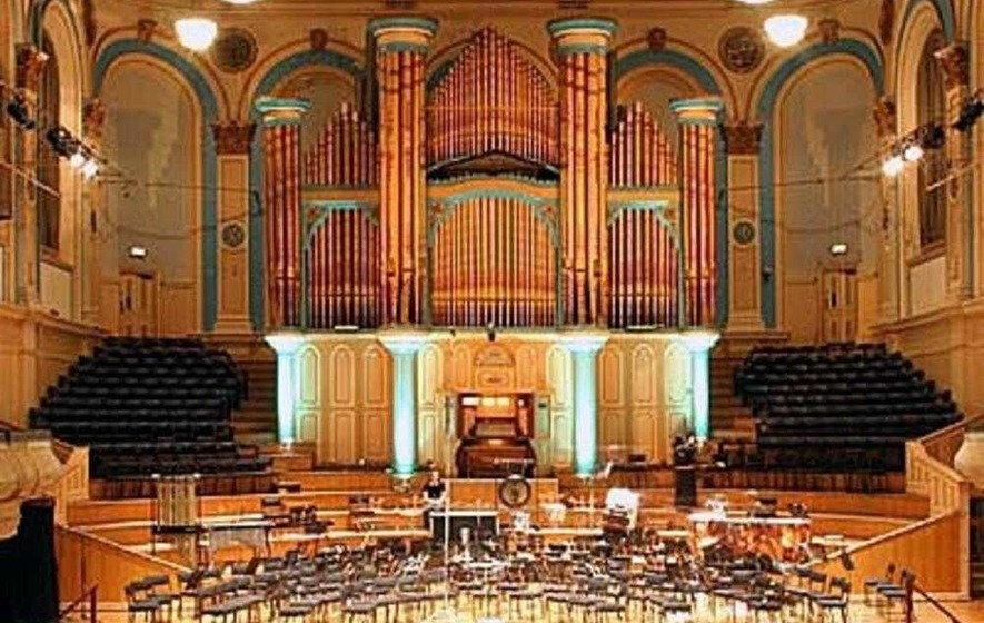 Vic233 wordpress in addition Birmingham Symphony Hall Simon Rattle moreover G 6m29f6efv484p6tadiv70a0 besides Image Drole 2177 Bizarre together with Musical Maestro Joe Mckee Keeping It Organic At The Ulster Hall 486312. on radio city organ
