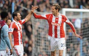 Stoke striker Peter Crouch backing Tottenham for the title