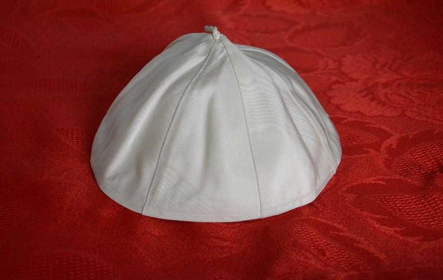 Pope Francis's skullcap sells for over £12,000 in online auction