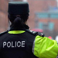 Man hit in the face with bottle following fight in pub