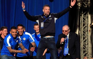 100,000 fans hail Leicester City's title-winning heroes
