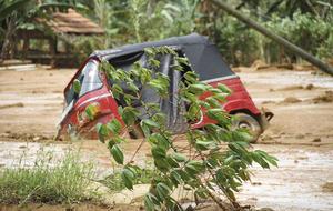 200 families feared buried following Sri Lanka mudslide