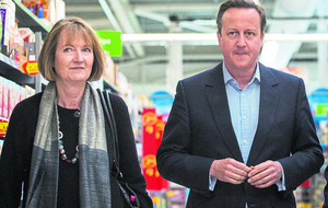 Family shopping bills would rise by £220 in a Brexit warns Cameron