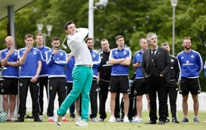 Rory McIlroy hosts golf master class for NI football team after Irish Open victory