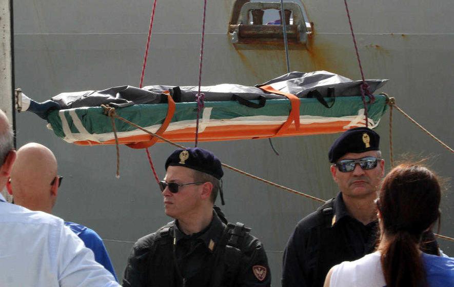 At least 880 refugees believed to have drowned in Mediterranean in past week