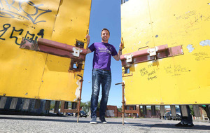 Rugby star Tommy Bowe backs Walk the Walls initiative to raise funds for Belfast boy Cavan (3)