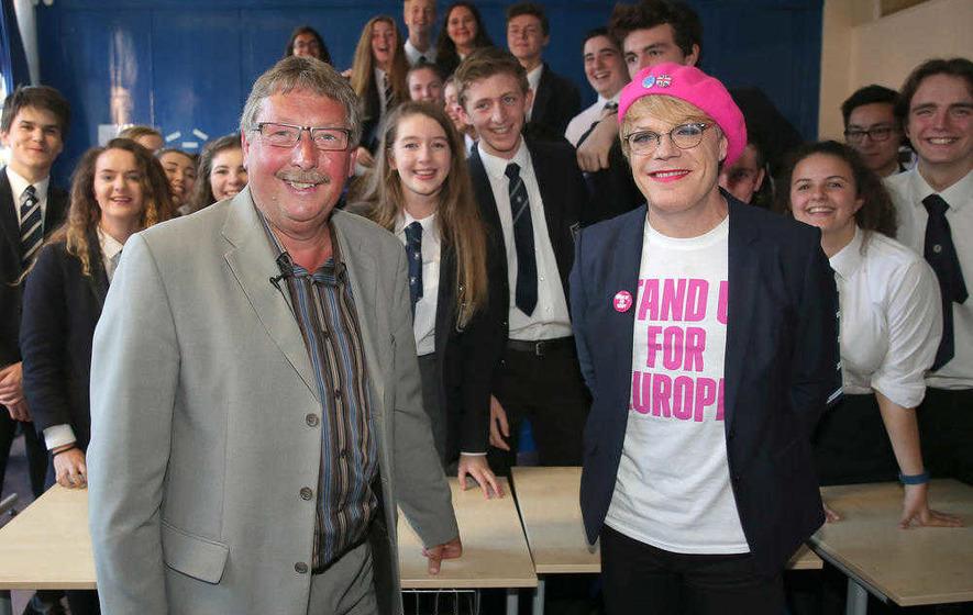 Eddie Izzard: Comedian urges Belfast audience to vote 'remain' in EU referendum