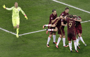 Russia strike late to secure a draw with England