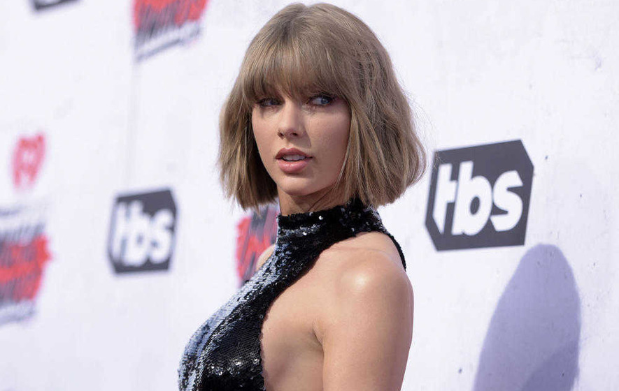 Taylor Swift and Tom Hiddleston are a couple and Calvin Harris is not impressed