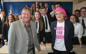 Eddie Izzard issues Remain plea to younger voters