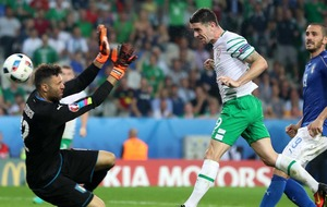 Dramatic Robbie Brady header sends Republic of Ireland into last 16