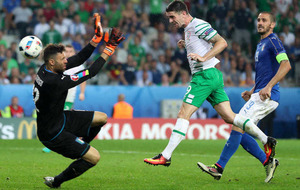 Republic of Ireland and Northern Ireland fans flock to Paris for Euro 2016 last 16 games