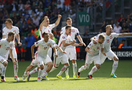 Poland beat Switzerland on penalties to reach Euro quarter-finals