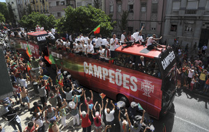 Euro 2016 winners Portugal arrive home to heroes' welcome