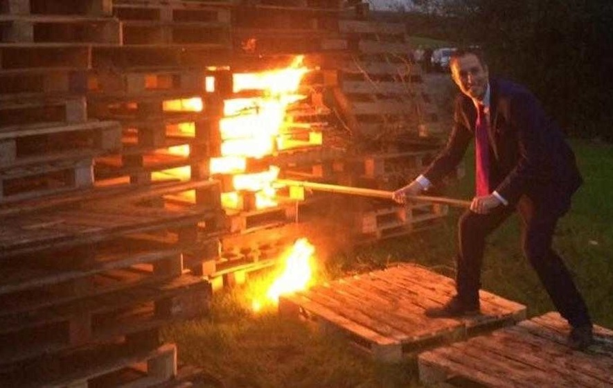 Criticism after DUP minister lights Eleventh Night bonfire