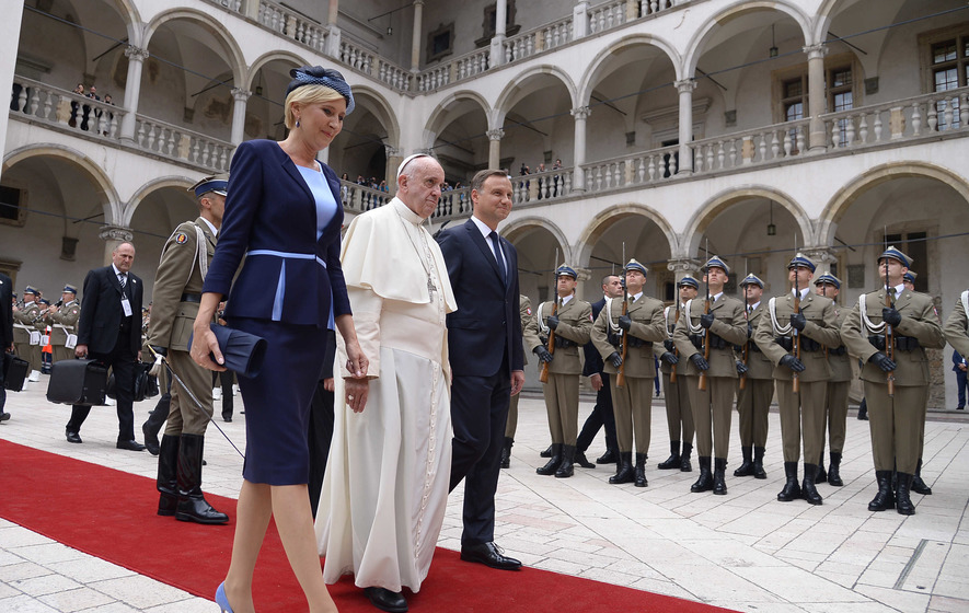 Pope Francis urges Poles to show compassion to migrants