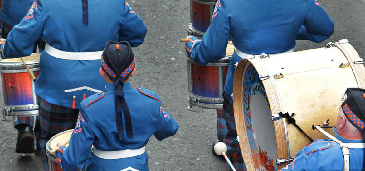 thousands attend annual derry apprentice boys parade the irish news. Black Bedroom Furniture Sets. Home Design Ideas