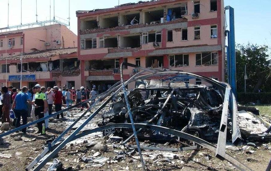 Six killed and 220 injured in Turkey car bomb attacks