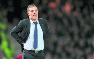Late wobble costs West Ham in Europa League playoff