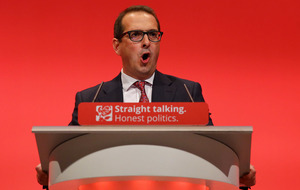 1,000 Labour councillors sign letter supporting Owen Smith
