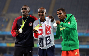 Mo Farah races to long-distance double for second Olympics in row