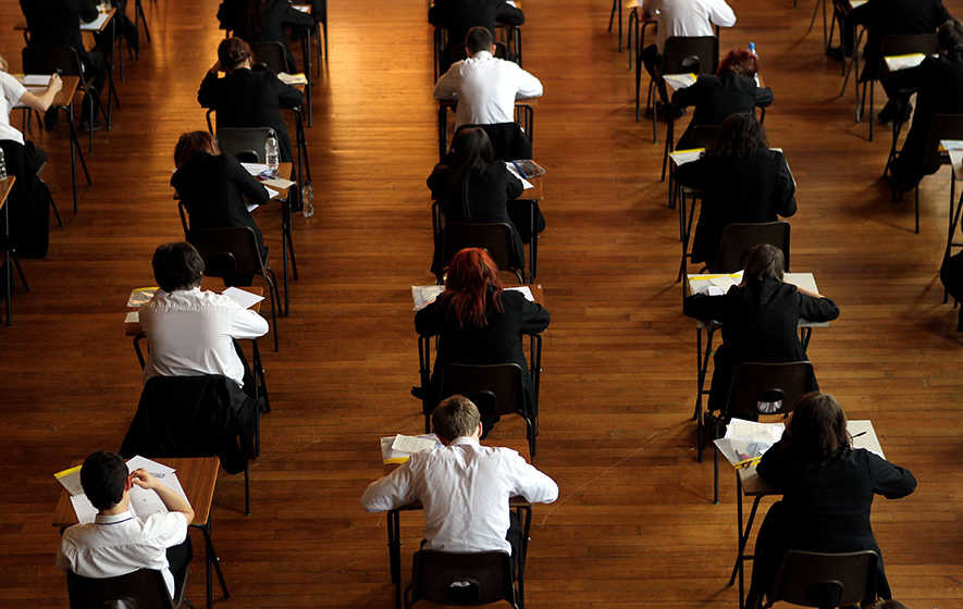 Slight rise in students achieving top GCSE grades