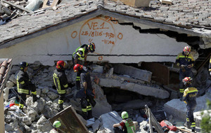 Aftershocks hit Italy following earthquake which killed nearly 300 people