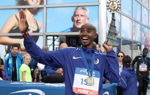 Mo Farah is first man to win three Great North Runs in-a-row