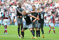 Charlie Austin haunts West Ham as Southampton flourish at London Stadium