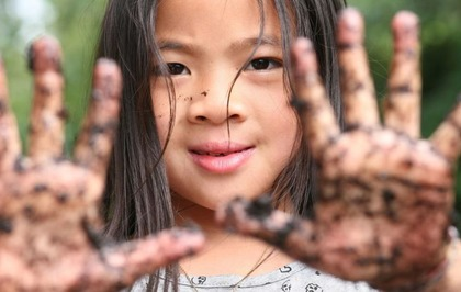 Dirt Is Good Why Kids Need Exposure To >> Letting Kids Get Dirty And Messy Has Lifelong Health Benefits The