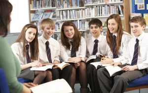 Too many pupils still struggle with literacy, warns union head
