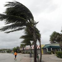 Hurricane Matthew circles Florida's Atlantic coast leaving 280 people dead